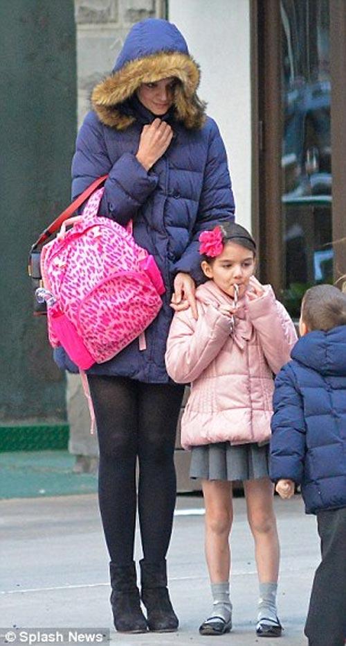 Bé Suri được mẹ tặng nhà đồ chơi hơn 500 triệu đồng 2