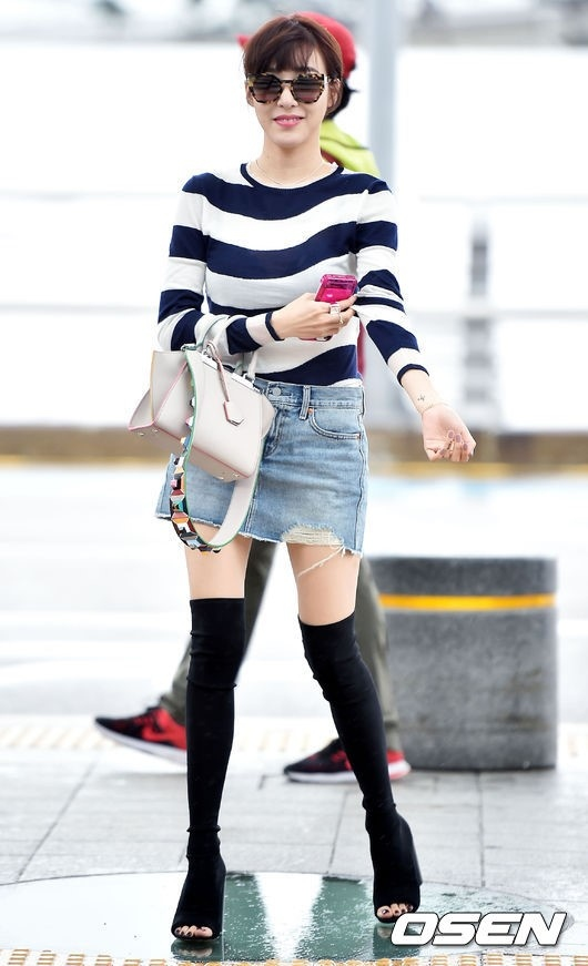 Diện lại boots của Selena Gomez, Tiffany lộ chân gầy tong teo - Ảnh 3.