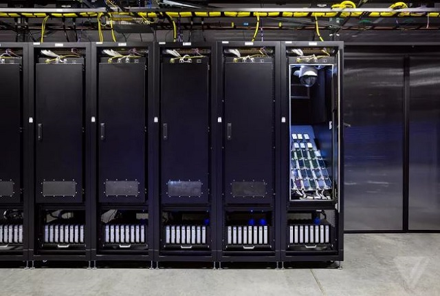 Bên trong căn phòng bí mật chứa 2.000 smartphone thử nghiệm ứng dụng của Facebook - Ảnh 2.