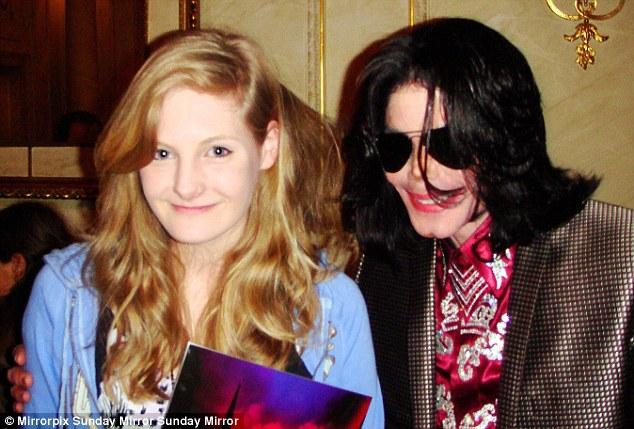 Bác sĩ tiết lộ Michael Jackson từng muốn cưới Emma Watson khi cô mới 11 tuổi - Ảnh 1.