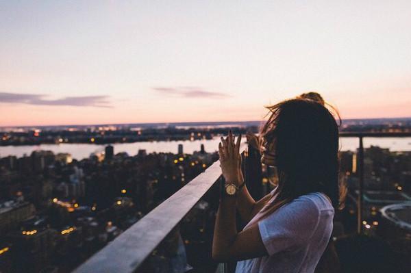 Càng trưởng thành, con người ta càng mất niềm tin vào cuộc sống - Ảnh 2.