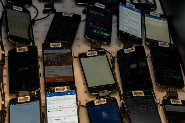 Bên trong căn phòng bí mật chứa 2.000 smartphone thử nghiệm ứng dụng của Facebook - Ảnh 6.