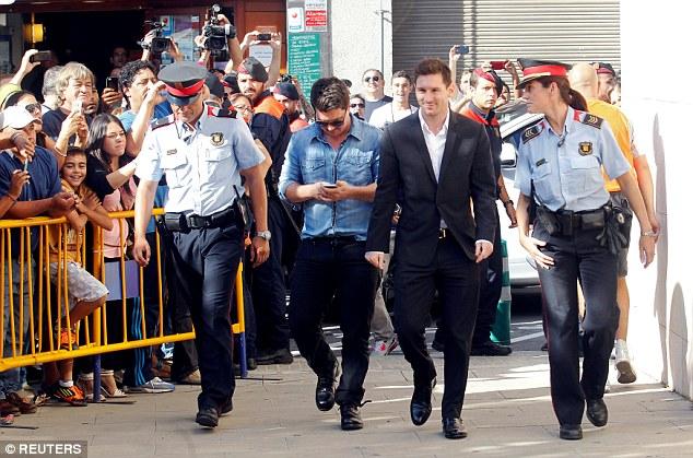 Messi lãnh án tù 21 tháng