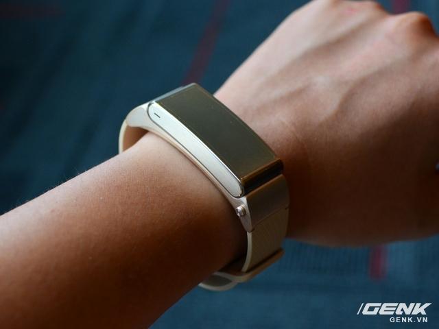 Vòng đeo tay Huawei TalkBand B2: theo dõi sức khỏe, kiêm luôn tai nghe không dây - Ảnh 1.