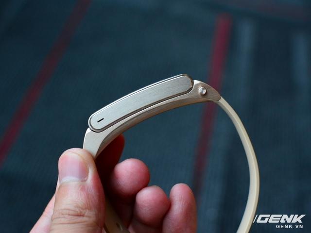 Vòng đeo tay Huawei TalkBand B2: theo dõi sức khỏe, kiêm luôn tai nghe không dây - Ảnh 2.