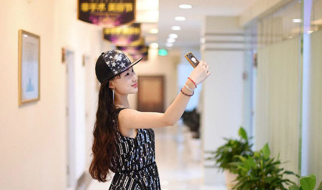 Fan cuồng 19 tuổi phẫu thuật thẩm mỹ để xinh đẹp như thần tiên tỷ tỷ Lưu Diệc Phi - Ảnh 4.
