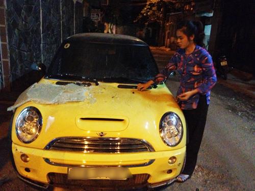 Ca sĩ Nguyên Vũ lái xe tông vào nhà dân 16
