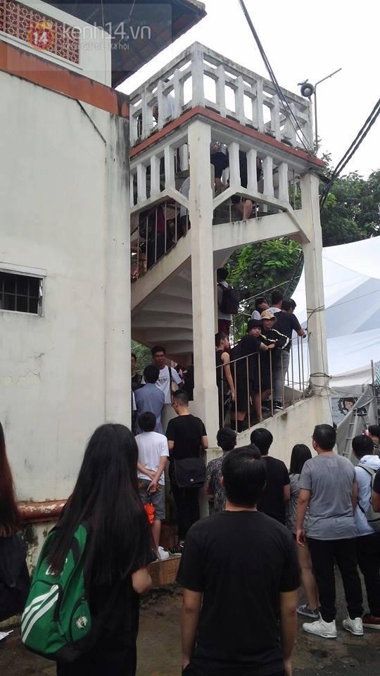 Hơn 1000 bạn trẻ yêu giày sneaker nữ tại hcm xếp hàng rồng rắn để tham gia festiva13l