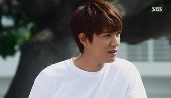 Park Shin Hye giật mình vì Lee Min Ho đột ngột cởi áo 6