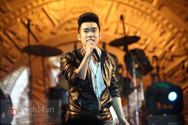 Lâm Chi Khanh, Hương Giang Idol đối lập trên sân khấu 12
