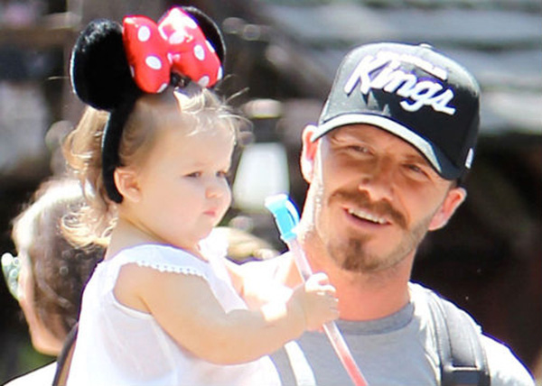 Những hình ảnh siêu dễ thương của bé Harper Seven Beckham 10