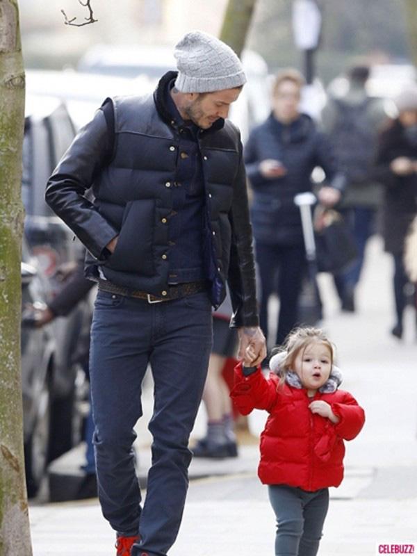 Những hình ảnh siêu dễ thương của bé Harper Seven Beckham 15