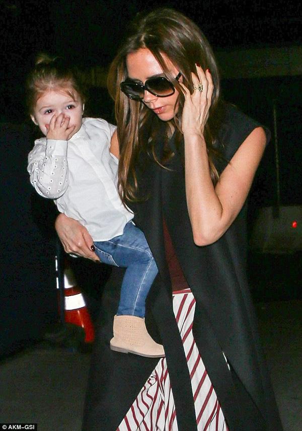 Những hình ảnh siêu dễ thương của bé Harper Seven Beckham 18