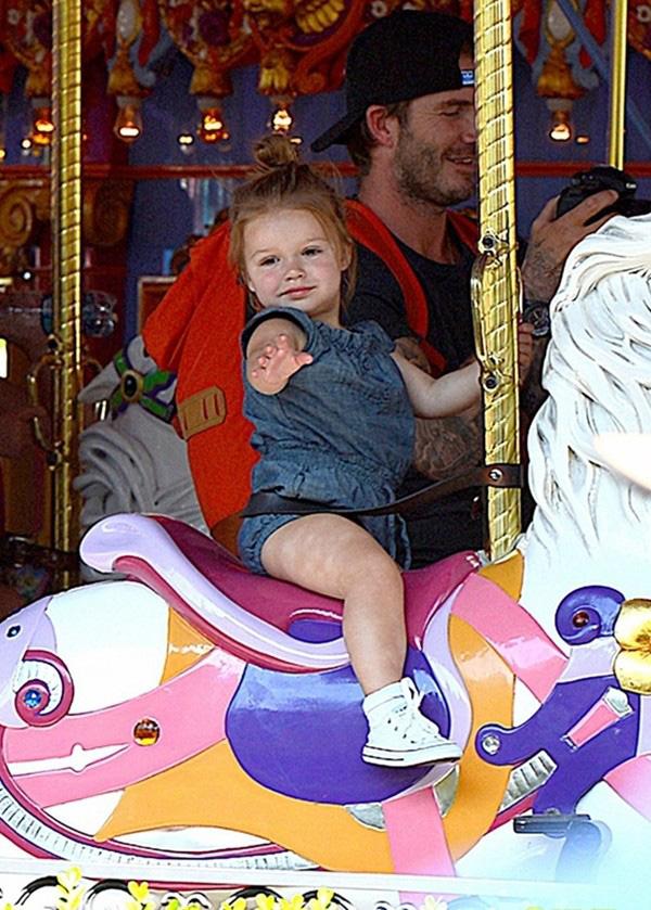 Những hình ảnh siêu dễ thương của bé Harper Seven Beckham 19