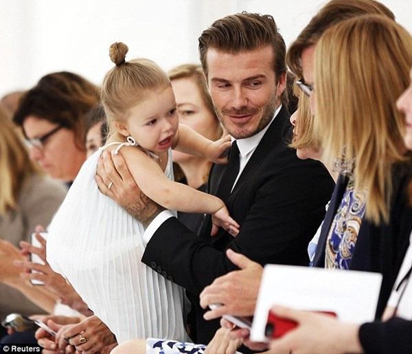 Những hình ảnh siêu dễ thương của bé Harper Seven Beckham 1