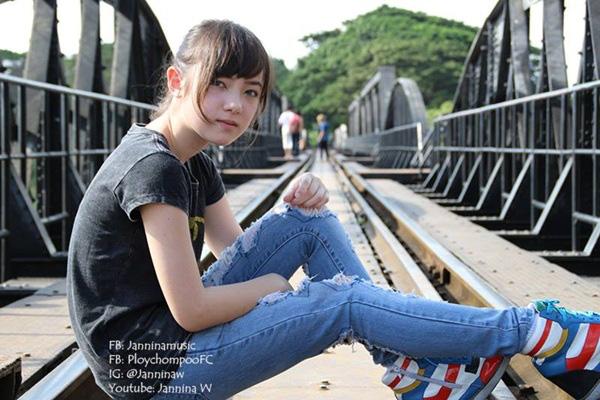 """Hot girl Thái Lan cực xinh cover """"Bèo dạt mây trôi"""" 8"""