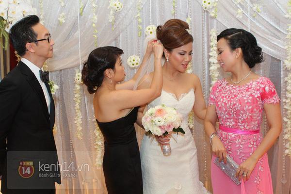 """Con gái Cẩm Ly hóa """"thiên thần rải hoa"""" trong đám cưới Minh Tuyết 7"""