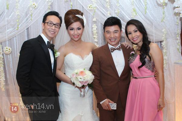 """Con gái Cẩm Ly hóa """"thiên thần rải hoa"""" trong đám cưới Minh Tuyết 17"""