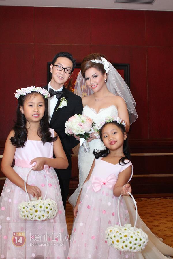 """Con gái Cẩm Ly hóa """"thiên thần rải hoa"""" trong đám cưới Minh Tuyết 1"""