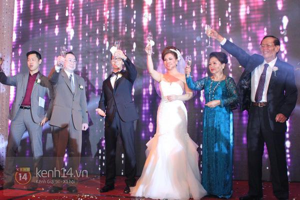 """Con gái Cẩm Ly hóa """"thiên thần rải hoa"""" trong đám cưới Minh Tuyết 25"""