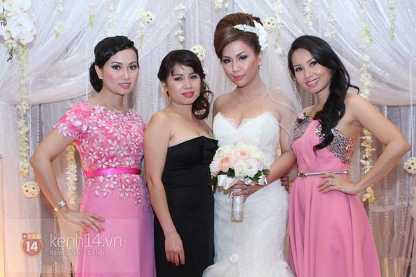 """Con gái Cẩm Ly hóa """"thiên thần rải hoa"""" trong đám cưới Minh Tuyết 19"""