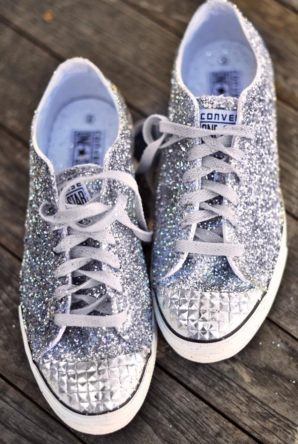 16 kiểu thay đổi cực hay để độ đôi giày sneaker chào hè khiến bạn thích m14ê