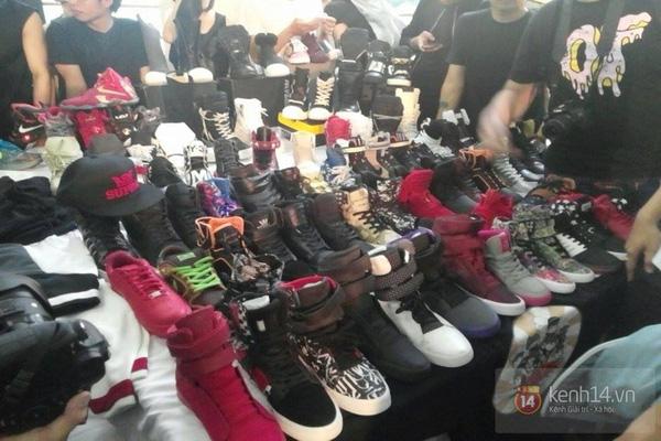 Hơn 1000 bạn trẻ yêu giày sneaker nữ tại hcm xếp hàng rồng rắn để tham gia festiva14l