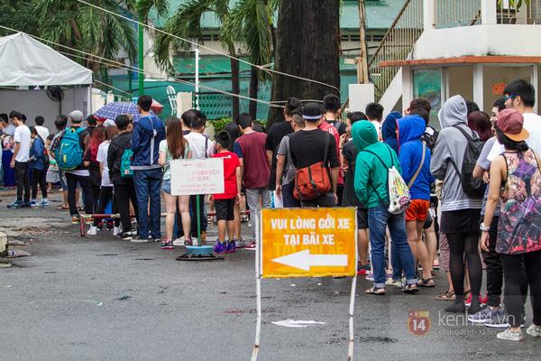 Hơn 1000 bạn trẻ yêu giày sneaker nữ tại hcm xếp hàng rồng rắn để tham gia festiva0l