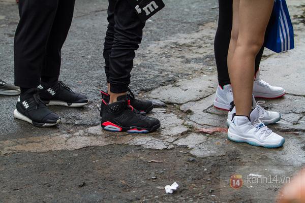 Hơn 1000 bạn trẻ yêu giày sneaker nữ tại hcm xếp hàng rồng rắn để tham gia festiva16l