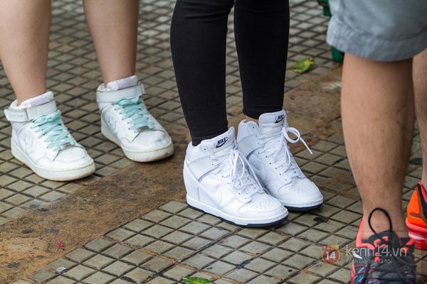 Hơn 1000 bạn trẻ yêu giày sneaker nữ tại hcm xếp hàng rồng rắn để tham gia festiva19l
