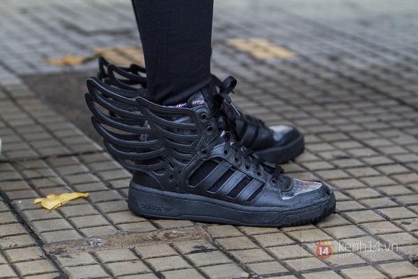 Hơn 1000 bạn trẻ yêu giày sneaker nữ tại hcm xếp hàng rồng rắn để tham gia festiva22l