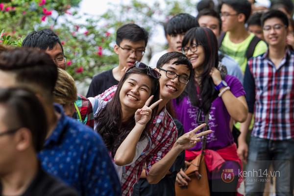 Hơn 1000 bạn trẻ yêu giày sneaker nữ tại hcm xếp hàng rồng rắn để tham gia festiva3l