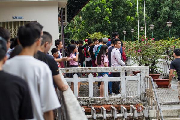 Hơn 1000 bạn trẻ yêu giày sneaker nữ tại hcm xếp hàng rồng rắn để tham gia festiva4l