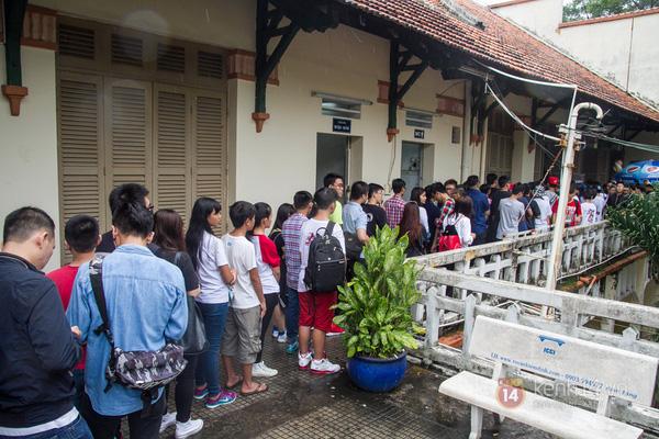 Hơn 1000 bạn trẻ yêu giày sneaker nữ tại hcm xếp hàng rồng rắn để tham gia festiva6l