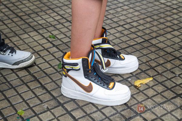 Hơn 1000 bạn trẻ yêu giày sneaker nữ tại hcm xếp hàng rồng rắn để tham gia festiva30l