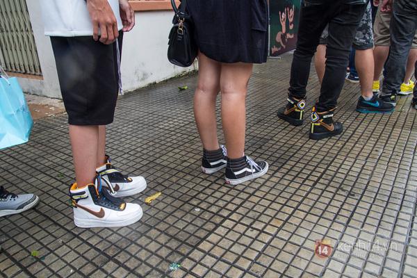 Hơn 1000 bạn trẻ yêu giày sneaker nữ tại hcm xếp hàng rồng rắn để tham gia festiva31l