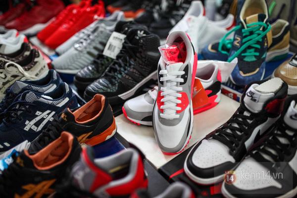 Hơn 1000 bạn trẻ yêu giày sneaker nữ tại hcm xếp hàng rồng rắn để tham gia festiva37l