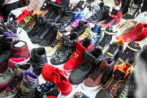 Hơn 1000 bạn trẻ yêu giày sneaker nữ tại hcm xếp hàng rồng rắn để tham gia festiva38l