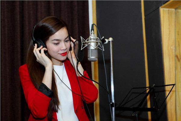 Đào Bá Lộc, Thái Trinh hát mừng Giáng sinh cùng team Hà Hồ 1