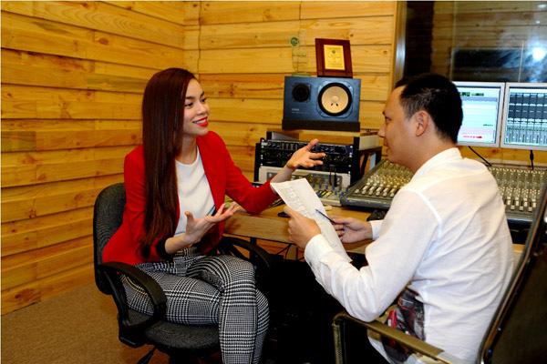 Đào Bá Lộc, Thái Trinh hát mừng Giáng sinh cùng team Hà Hồ 3