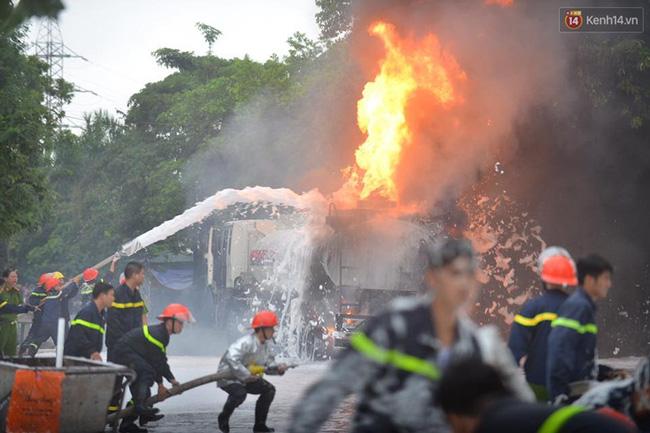 Hà Nội: Cháy dữ dội tại cây xăng ở chợ đầu mối Hoàng Mai - Ảnh 4.