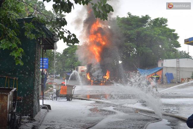 Hà Nội: Cháy dữ dội tại cây xăng ở chợ đầu mối Hoàng Mai - Ảnh 3.