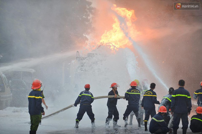Hà Nội: Cháy dữ dội tại cây xăng ở chợ đầu mối Hoàng Mai