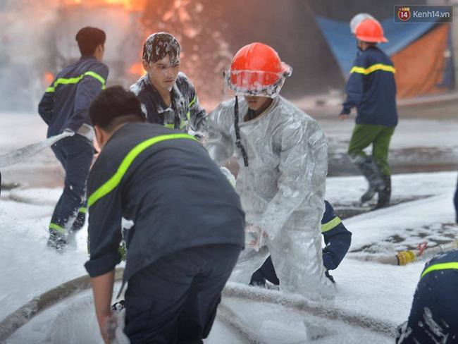 Hà Nội: Cháy dữ dội tại cây xăng ở chợ đầu mối Hoàng Mai - Ảnh 8.