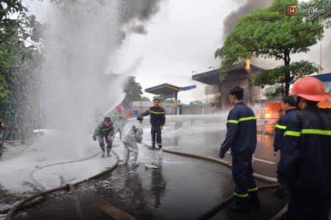 Hà Nội: Cháy dữ dội tại cây xăng ở chợ đầu mối Hoàng Mai - Ảnh 5.