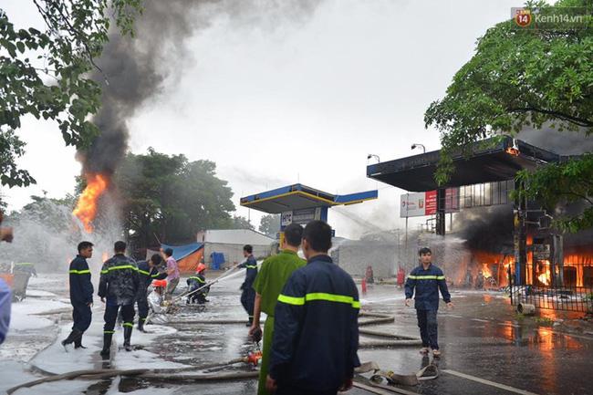 Hà Nội: Cháy dữ dội tại cây xăng ở chợ đầu mối Hoàng Mai - Ảnh 10.