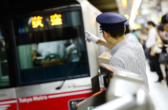 Muốn biết người Nhật văn minh như thế nào hãy đi tàu điện ngầm ở Tokyo - Ảnh 4.