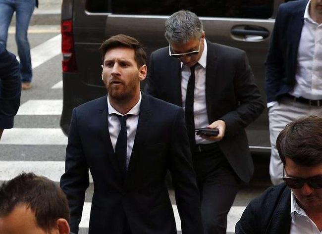 Messi lộ ảnh sát phạt ở sòng bạc sau khi bị tuyên án tù 21 tháng - Ảnh 1.