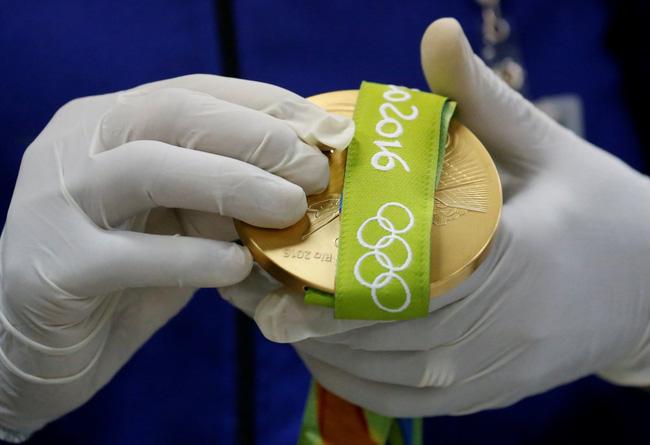 Sắp tới Olympic Rio rồi, có ai thắc mắc người ta đúc huy chương như nào không? - Ảnh 21.