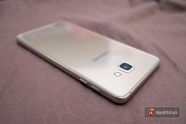 Đánh giá nhanh Galaxy A9 Pro 2016: màn lớn, selfie mọi lúc mọi nơi, 3 năm chưa chắc lỗi thời - Ảnh 3.
